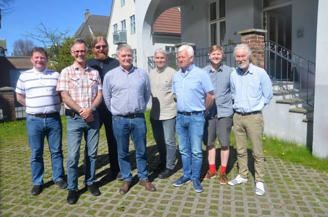 Magne Andersland, Bjørn Sætervik, Rune Farstad, Odd Villadsen, Tore Grimstad, Morten Seeberg, Thorbjørn Opstad og Jan Inge Nesheim. Morten Øye var ikke til stede da bildet ble tatt. Det var heller ikke tre av fire varamedlemmer til styret.