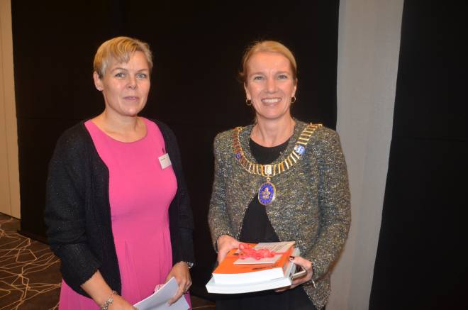 Forbundsleder Hilde-Marit Rysst og ordfører i Stavanger, Christine Sagen Helgø