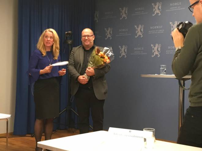 Statsråd Anikken Hauglie og arbeidsgruppens leder, Ole Andreas Engen