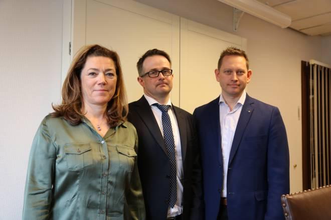 NHO-direktør Kristin Skogen Lund, mekler Mats Wilhelm Ruland og Vegard Einan, leder for YS Privat.