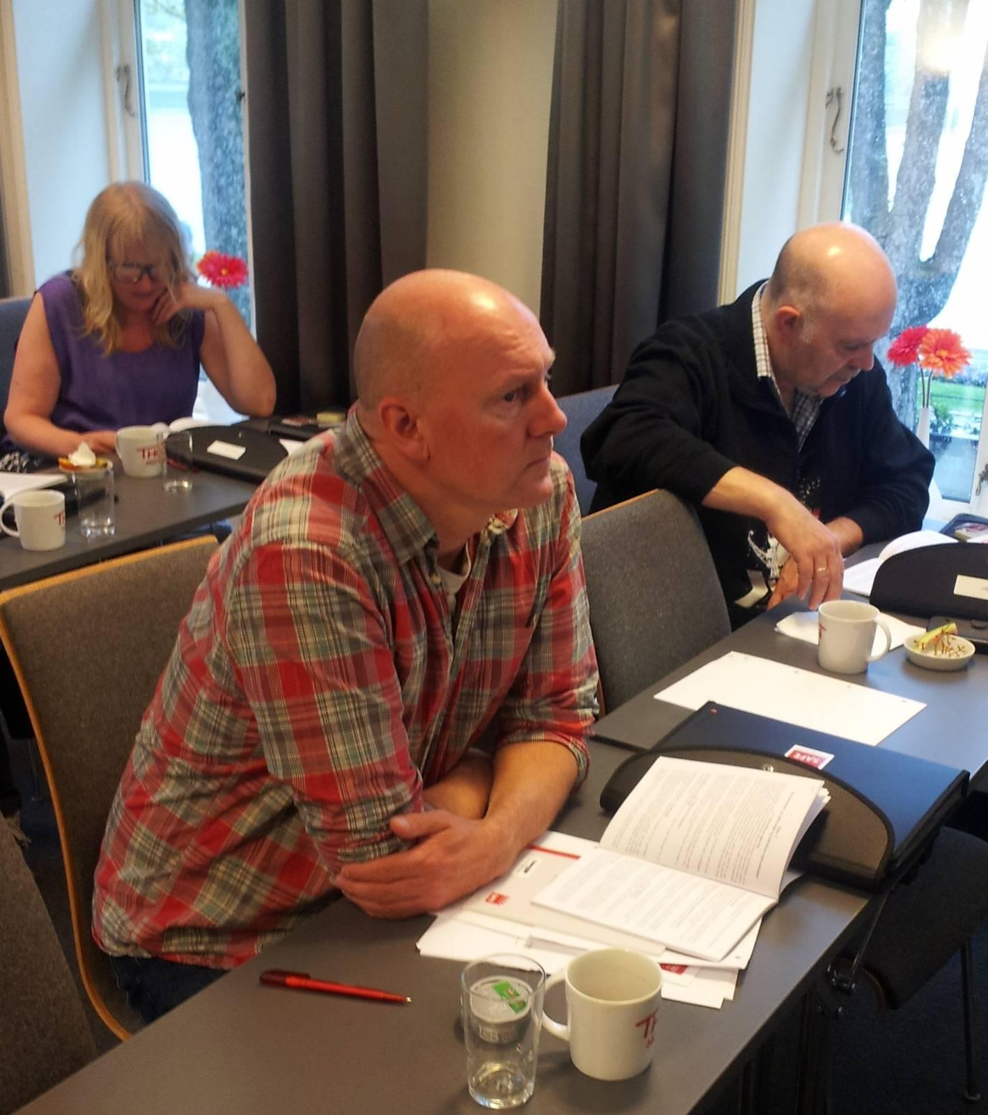 Deltakerne lytter oppmerksomt til kursinnleder Tellef Hansen