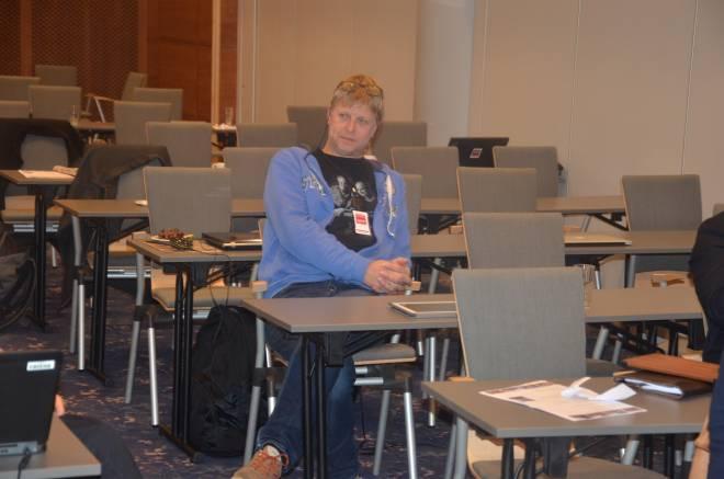Levard Olsen Hagen, jurist og organisasjonssekretær i SAFE lytter til argumentasjonen