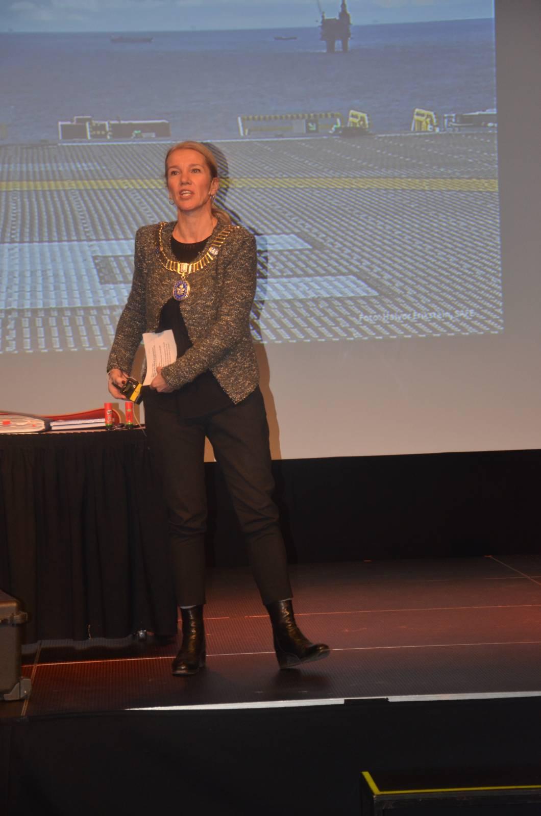 Gratulerer med 40-årsdagen, sa Christine Sagen Helgø da hun åpnet kongressen.