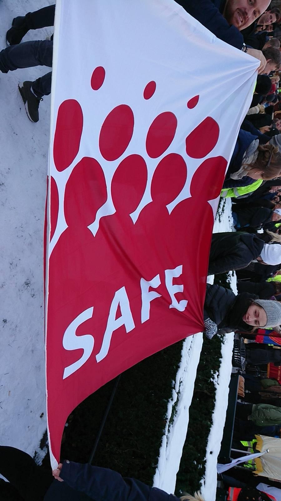SAFE-flagget er med