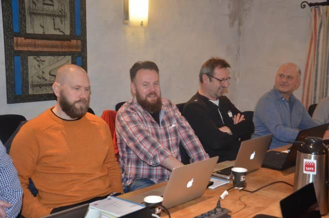 Fra et tidligere møte i områdeutvalg rederi hvor lupen var satt på Island Offshore. De to profilerte klubbstyremedlemmene sekretær Vegard Risberg og leder Alf Rune Kalland i midten.