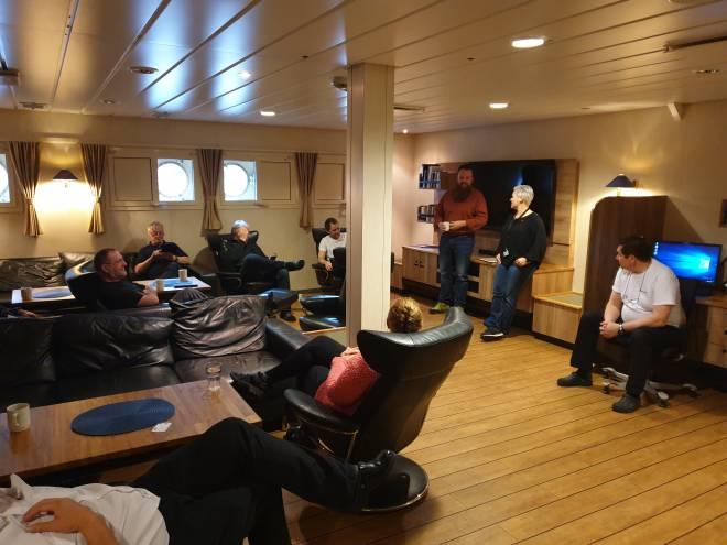 Hilde-Marit Rysst besøker Island Frontier. Foto: SAFE i TIOS