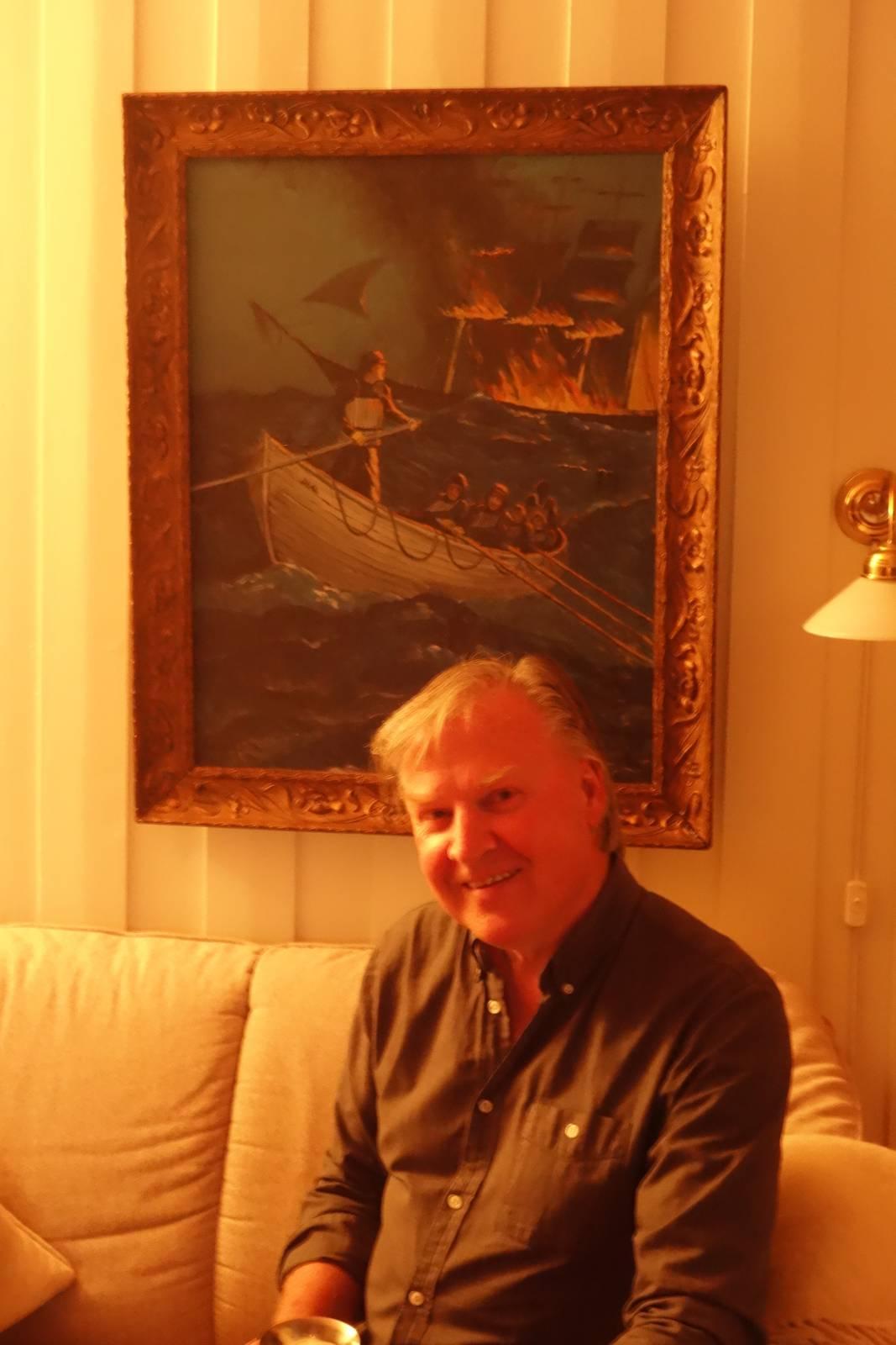 Stig Eriksen hjemme i stua i 2019.