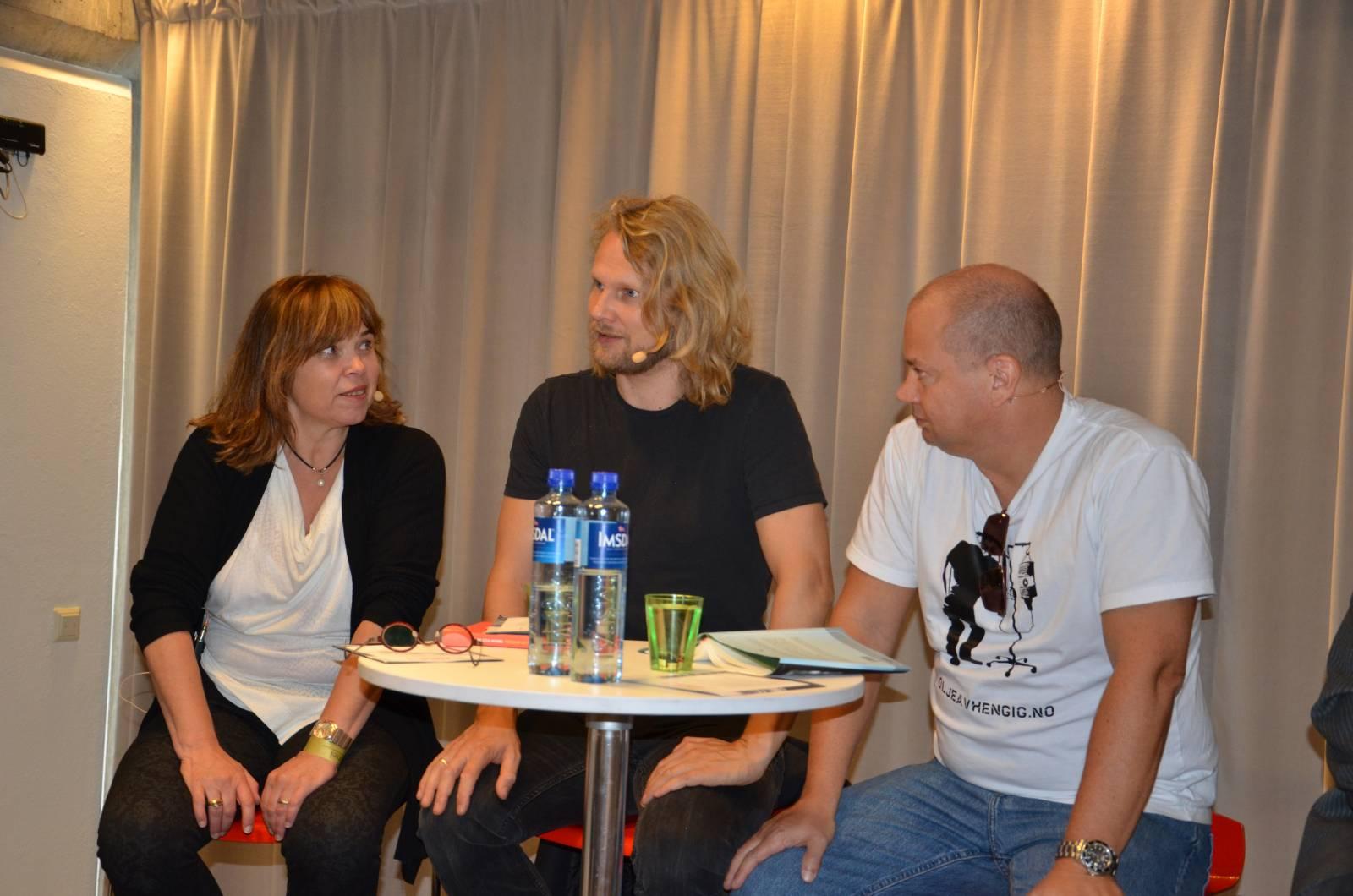 Marie Smith Solbakken, Aslak Sira Myhre og Frode Fanebust under Kapittelfestivalen i 2014. Tema var olje. Foto Mette Møllerop