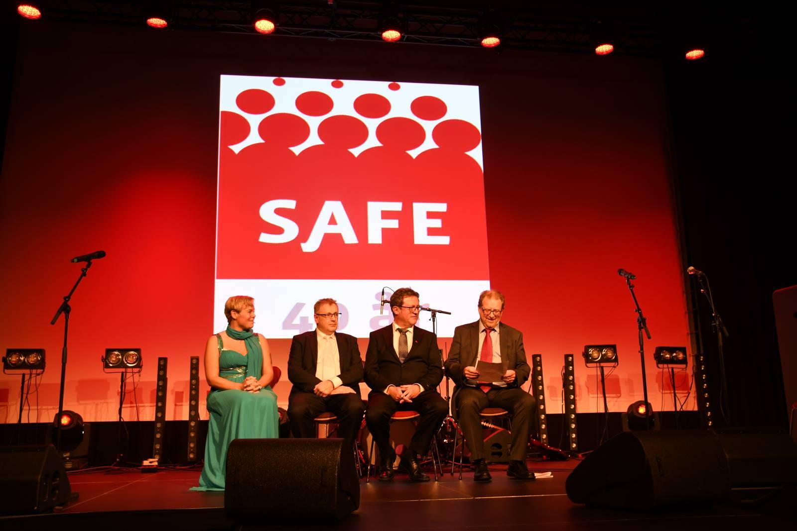 Hilde-Marit Rysst, Knut Thorvaldsen, viseadministrerende direktør i Nog og Roy Erling Furre i samtale med Arnt Even Bøe.