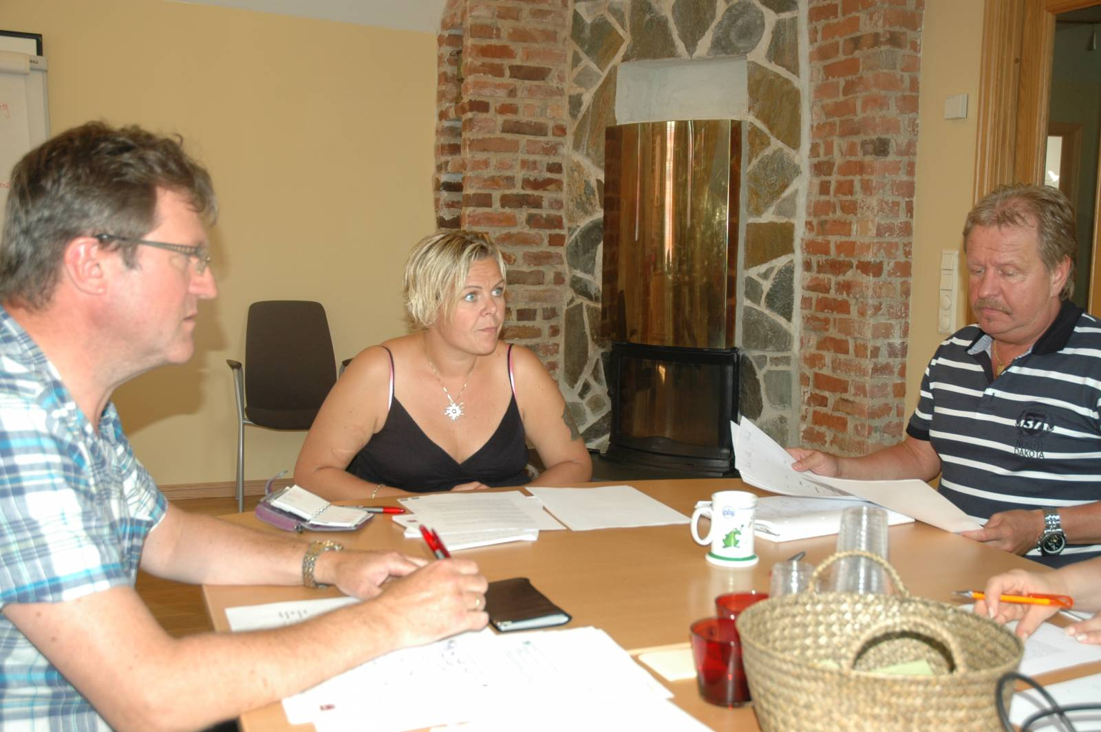 Roy sammen med Roy Erling Furre og Hilde-Marit Rysst etter kongressen i 2011. En ny ledelse i SAFE forbereder arbeidsfordeling og oppgaver framover. Foto: Mette Møllerop